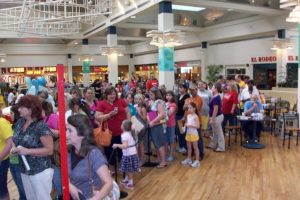 3,000 people came to the Mall for Artist Appearance